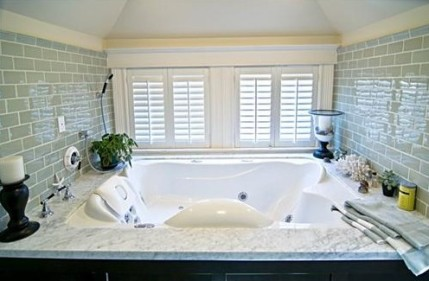 Master Bath - Yes, that's a bonafide whirlpool bath.
